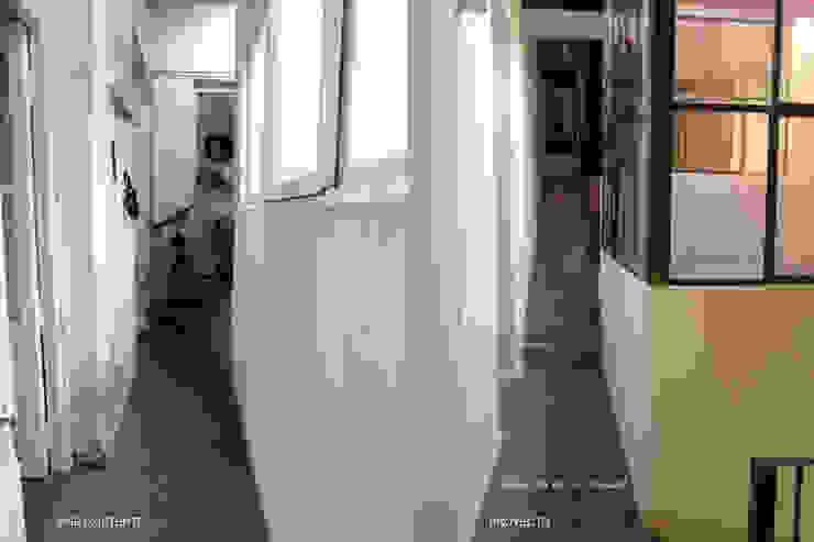 TEODORO GARCIA: Pasillos y recibidores de estilo  por taller125,Moderno