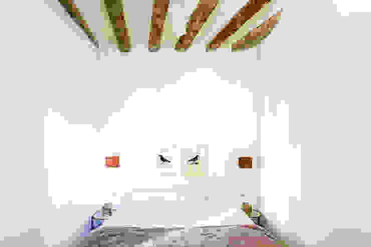 JV-FLAT-REFURBISHMENT-SARDENYA Dormitorios de estilo moderno de Andres Flajszer Photography Moderno