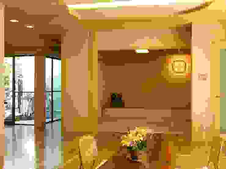 リビングと畳の間 モダンデザインの リビング の アンドウ設計事務所 モダン 無垢材 多色