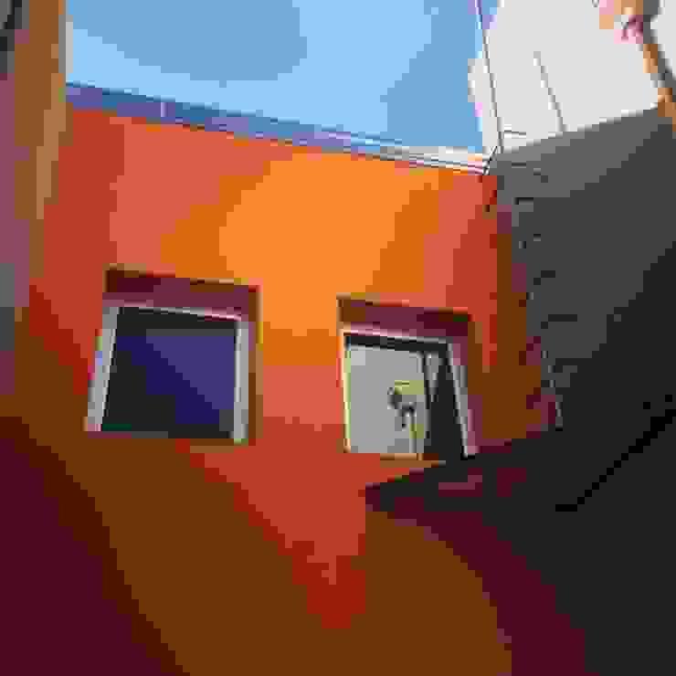 Duplex Calle Entre Ríos Paredes y pisos modernos de Brarda Roda Arquitectos Moderno
