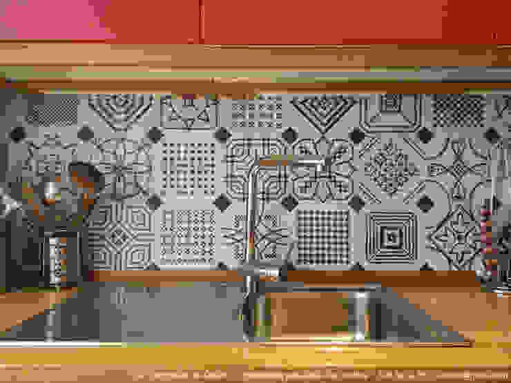 Cocinas de estilo  por UVE laboratorio de diseño, Moderno Azulejos