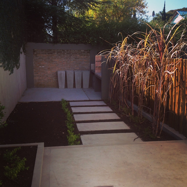 Modern style gardens by Brarda Roda Arquitectos Modern