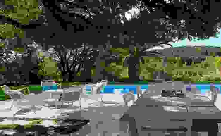Jardins minimalistas por CONCEPTUELLES PAYSAGE ET DECORATION Minimalista