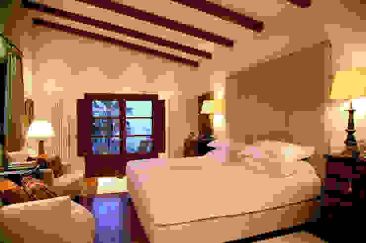 HOUSE in Majorca, Spain aureolighting Dormitorios de estilo moderno
