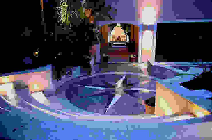 HOUSE in Majorca, Spain aureolighting Pasillos, vestíbulos y escaleras de estilo moderno