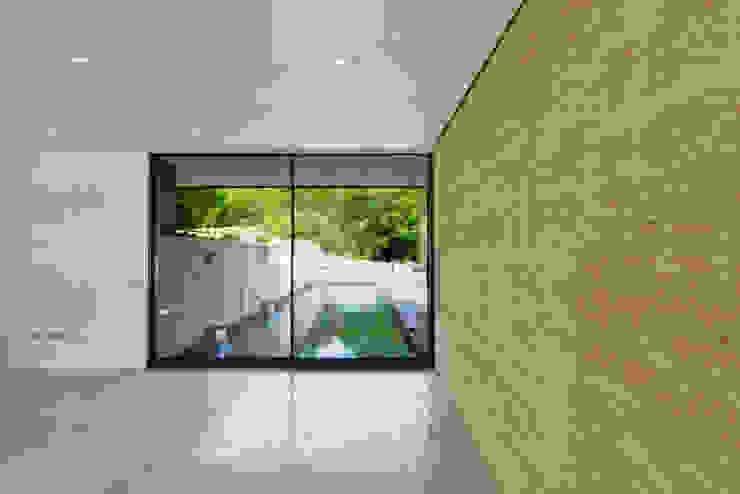 Little England Farm - House Стены и пол в стиле модерн от BBM Sustainable Design Limited Модерн