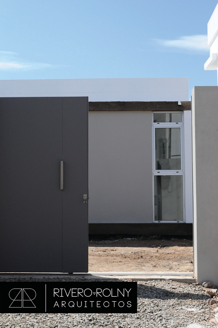 Modern home by riverorolnyarquitectos Modern