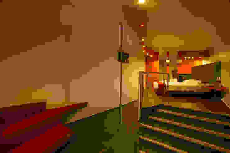 Escenarium Pasillos, vestíbulos y escaleras modernos de DIN Interiorismo Moderno