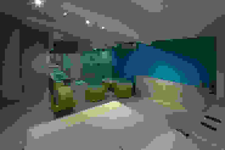 Hotel C5C Salones modernos de DIN Interiorismo Moderno