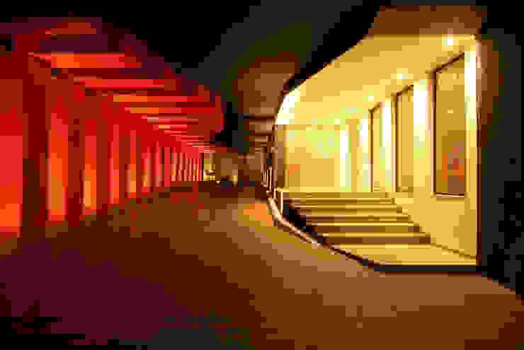 Hotel Cuore Garajes modernos de DIN Interiorismo Moderno