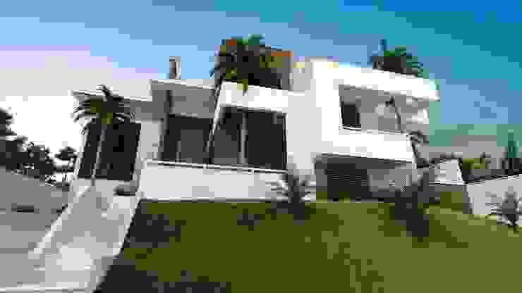 Modern Houses by Valente Arquitetura & Construção Modern Bricks