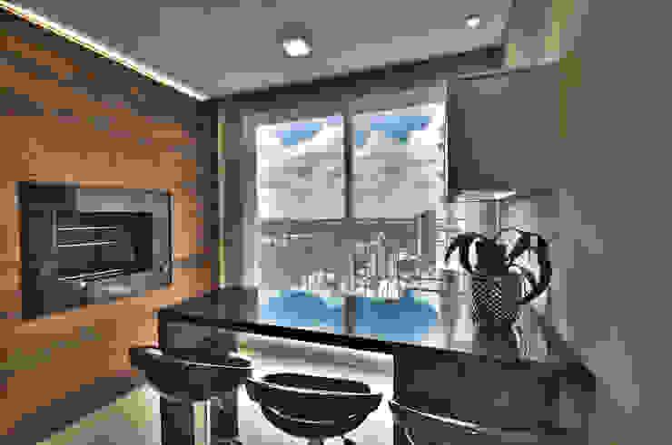Modern kitchen by Pauline Kubiak Arquitetura Modern