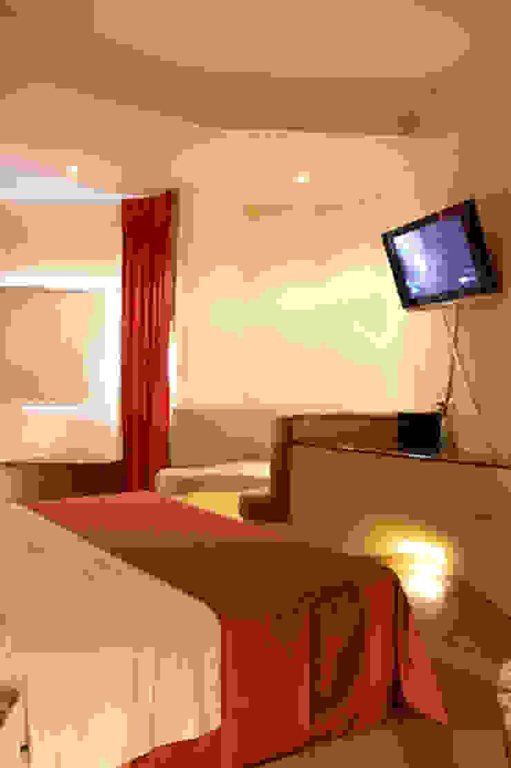 Hotel Sens Dormitorios modernos de DIN Interiorismo Moderno