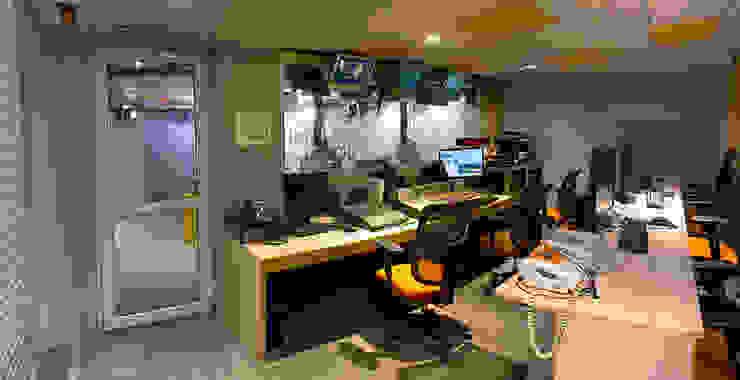 Grupo Imagen Garajes modernos de DIN Interiorismo Moderno