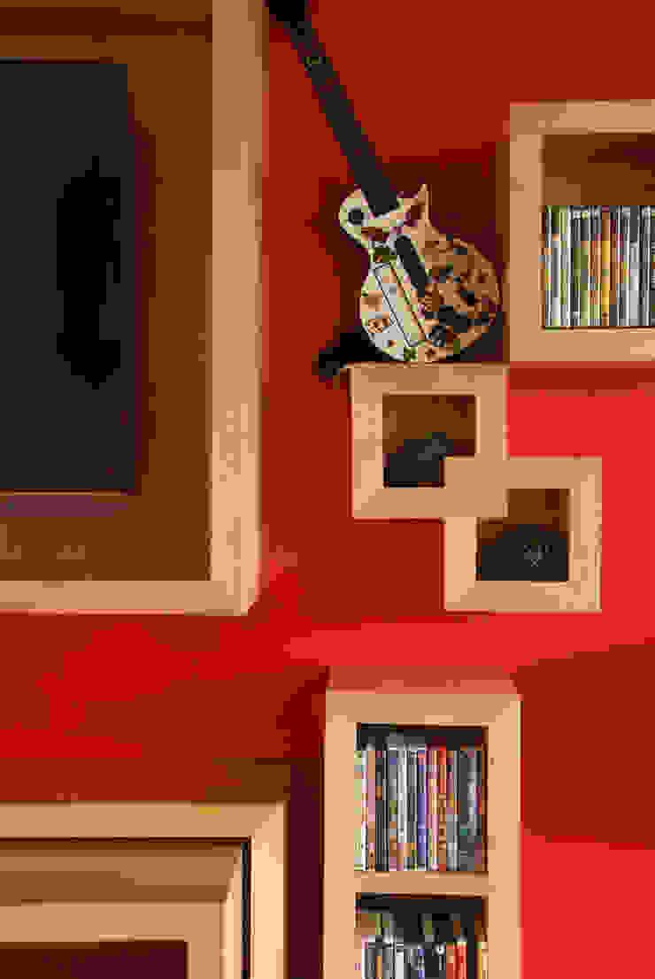 Casa A.P Paredes y pisos de estilo moderno de DIN Interiorismo Moderno