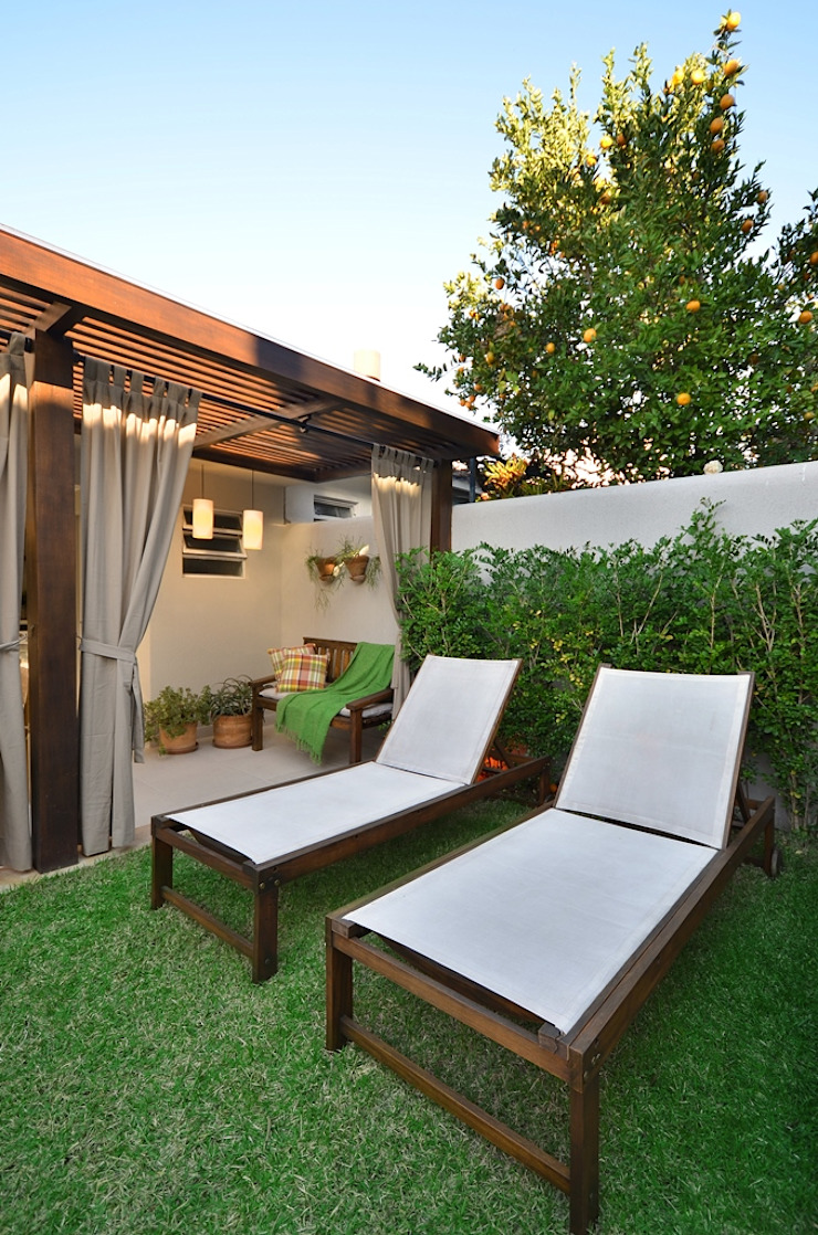 Rustic style gardens by Stefani Arquitetura Rustic Wood-Plastic Composite