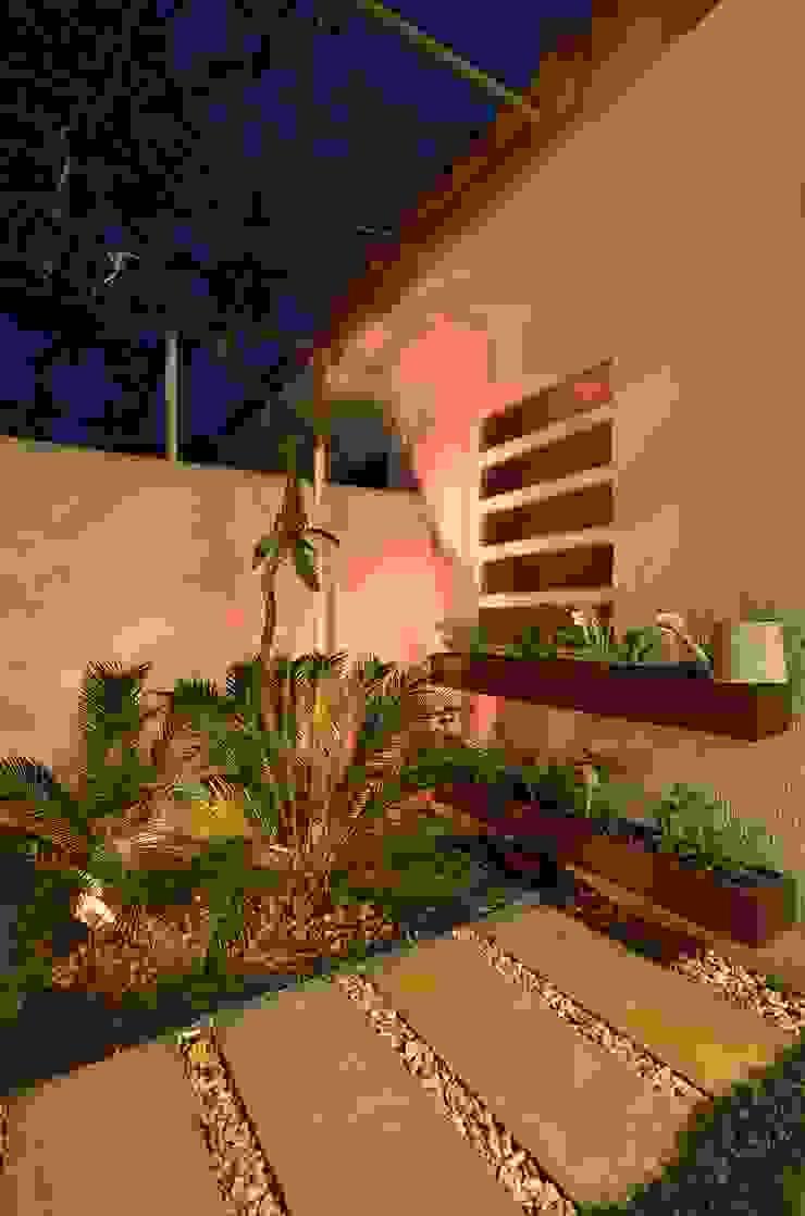 Stefani Arquitetura Garden Plant pots & vases Wood Wood effect