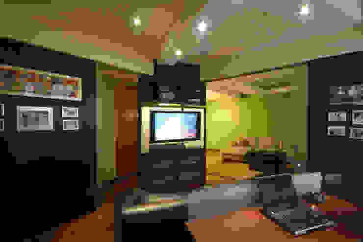 Departamento Viniegra Salas multimedia modernas de DIN Interiorismo Moderno