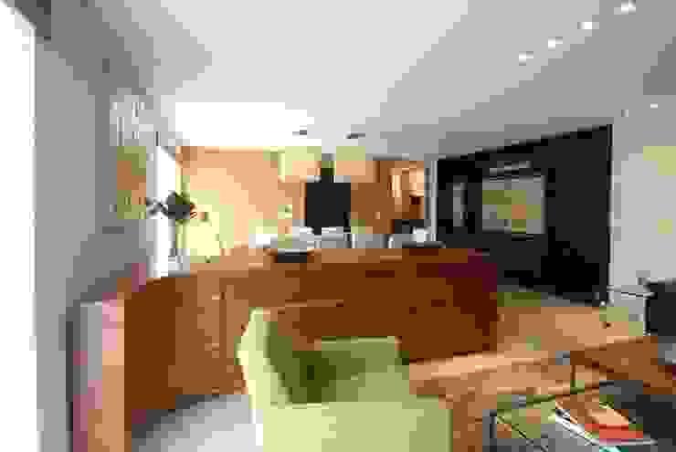 Salon moderne par DIN Interiorismo Moderne