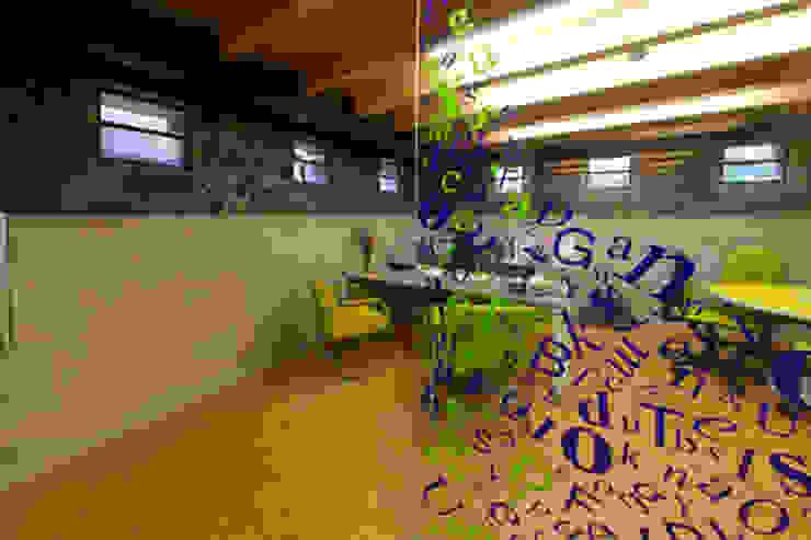 Estudios y oficinas modernos de DIN Interiorismo Moderno