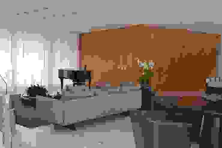 SALA DE ESTAR-  PIANO: Sala de estar  por Juliana Goulart Arquitetura e Design de Interiores