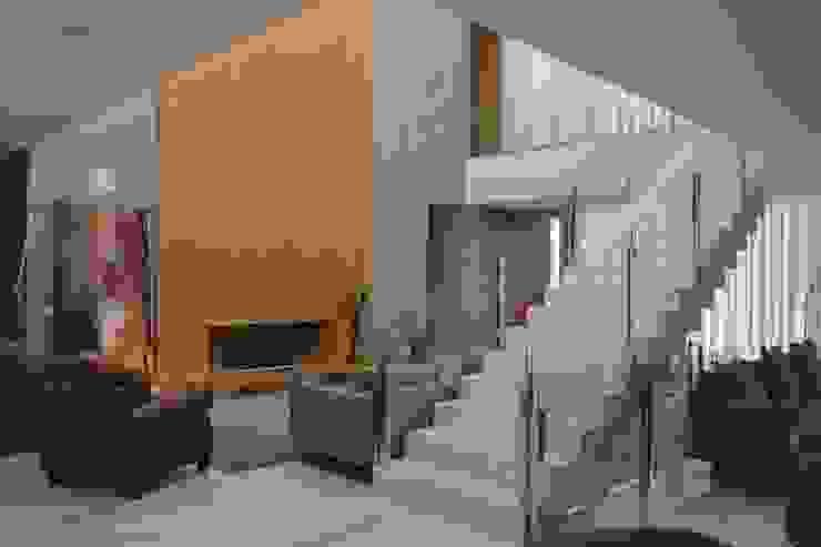 SALA LAREIRA por Juliana Goulart Arquitetura e Design de Interiores Moderno