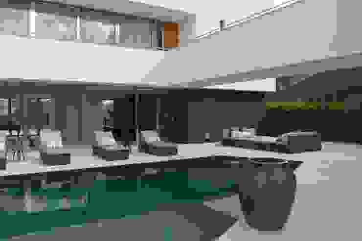 ÁREA DE LAZER - PISCINA por Juliana Goulart Arquitetura e Design de Interiores Moderno