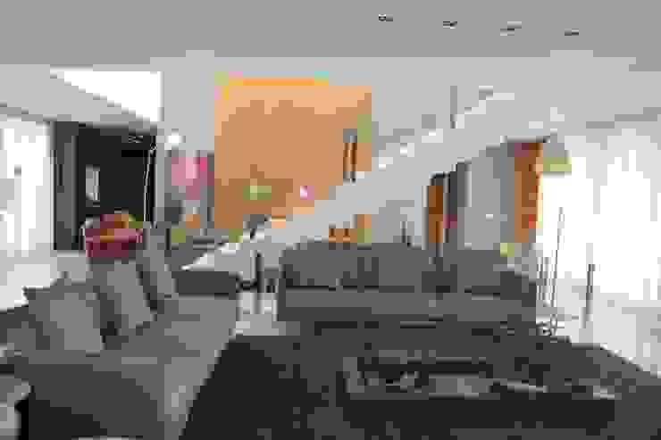 ESCADA Corredores, halls e escadas modernos por Juliana Goulart Arquitetura e Design de Interiores Moderno