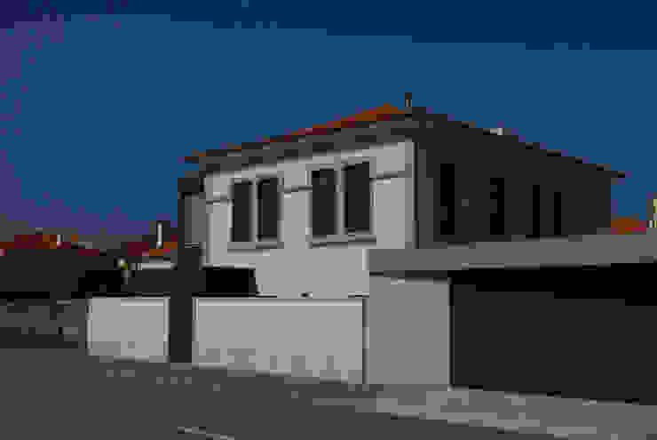 Vila Margarida Casas modernas por INSIDE arquitectura+design Moderno
