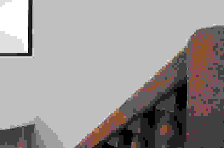 Vila Margarida Corredores, halls e escadas modernos por INSIDE arquitectura+design Moderno