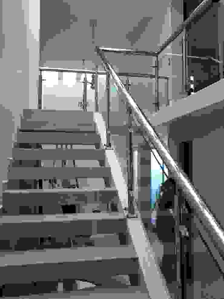 escalera de A-labastrum arquitectos Minimalista Cerámico