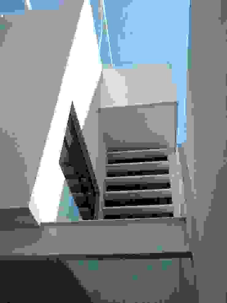 Minimalist house by A-labastrum arquitectos Minimalist Concrete