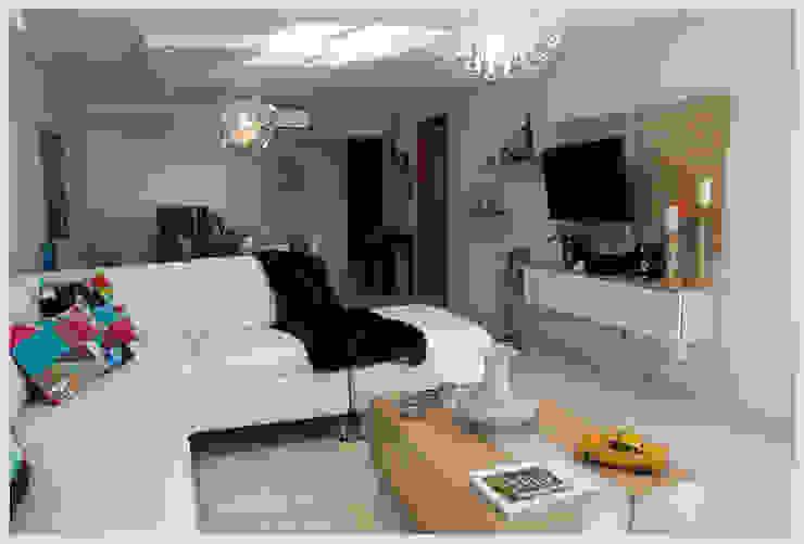 Living comedor y espacio TV Salones de estilo ecléctico de Diseñadora Lucia Casanova Ecléctico