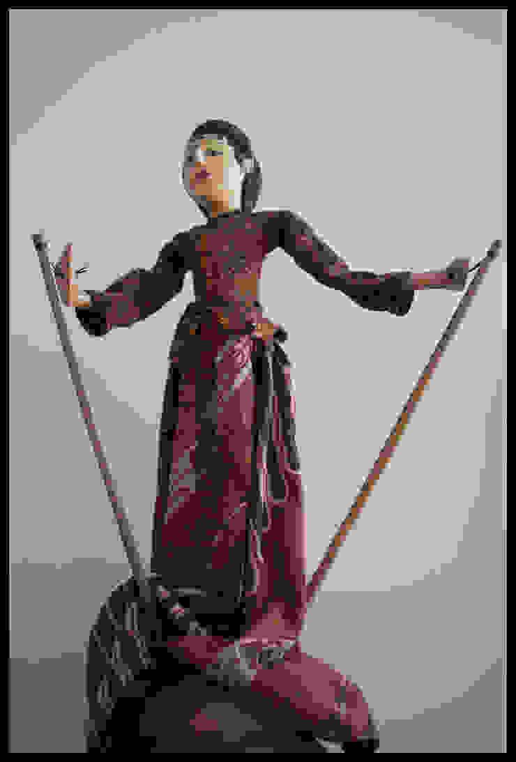 Titeres de BALI Salones de estilo ecléctico de Diseñadora Lucia Casanova Ecléctico