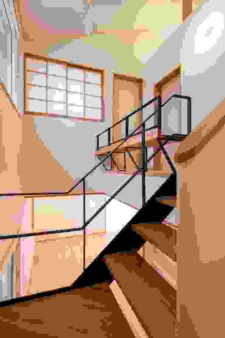 Modern Corridor, Hallway and Staircase by 清建築設計室/SEI ARCHITECT Modern