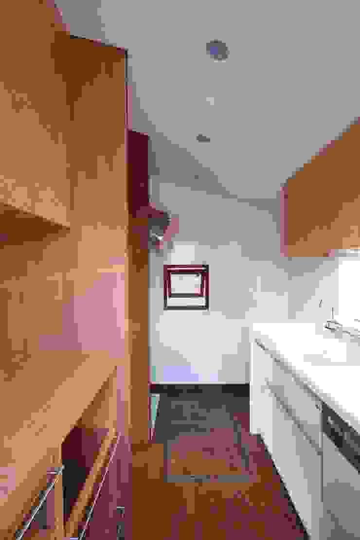 2階、キッチン クラシックデザインの キッチン の 中川龍吾建築設計事務所 クラシック 木 木目調