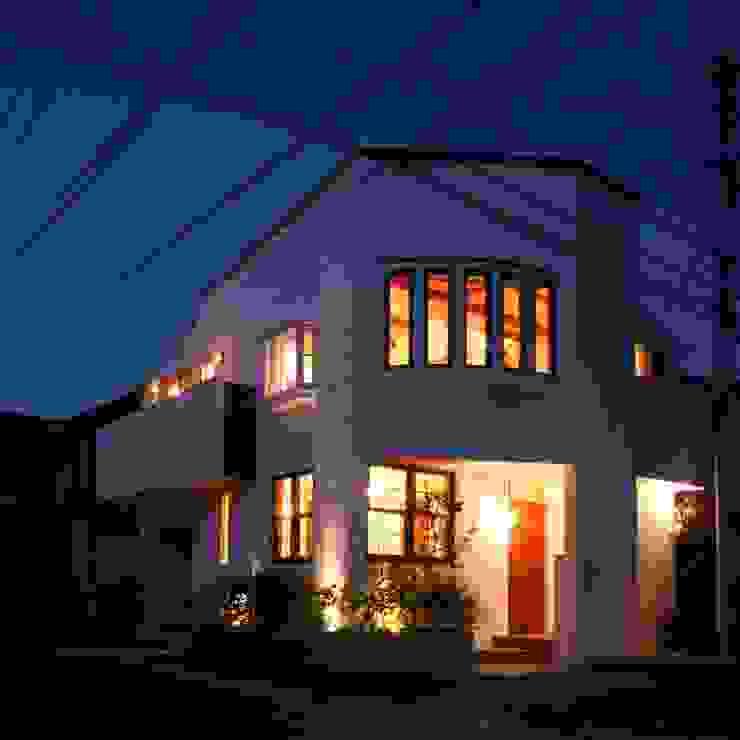 外観(夕景) クラシカルな 家 の 中川龍吾建築設計事務所 クラシック 石灰岩
