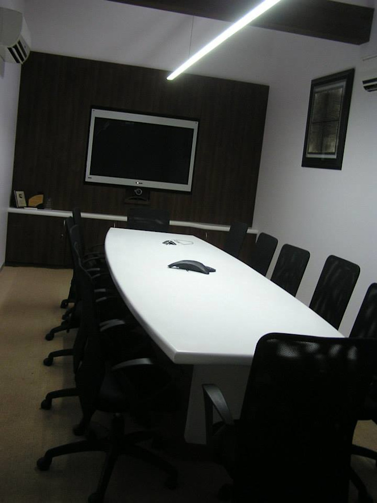 Corporate office Ornate Projects Modern study/office