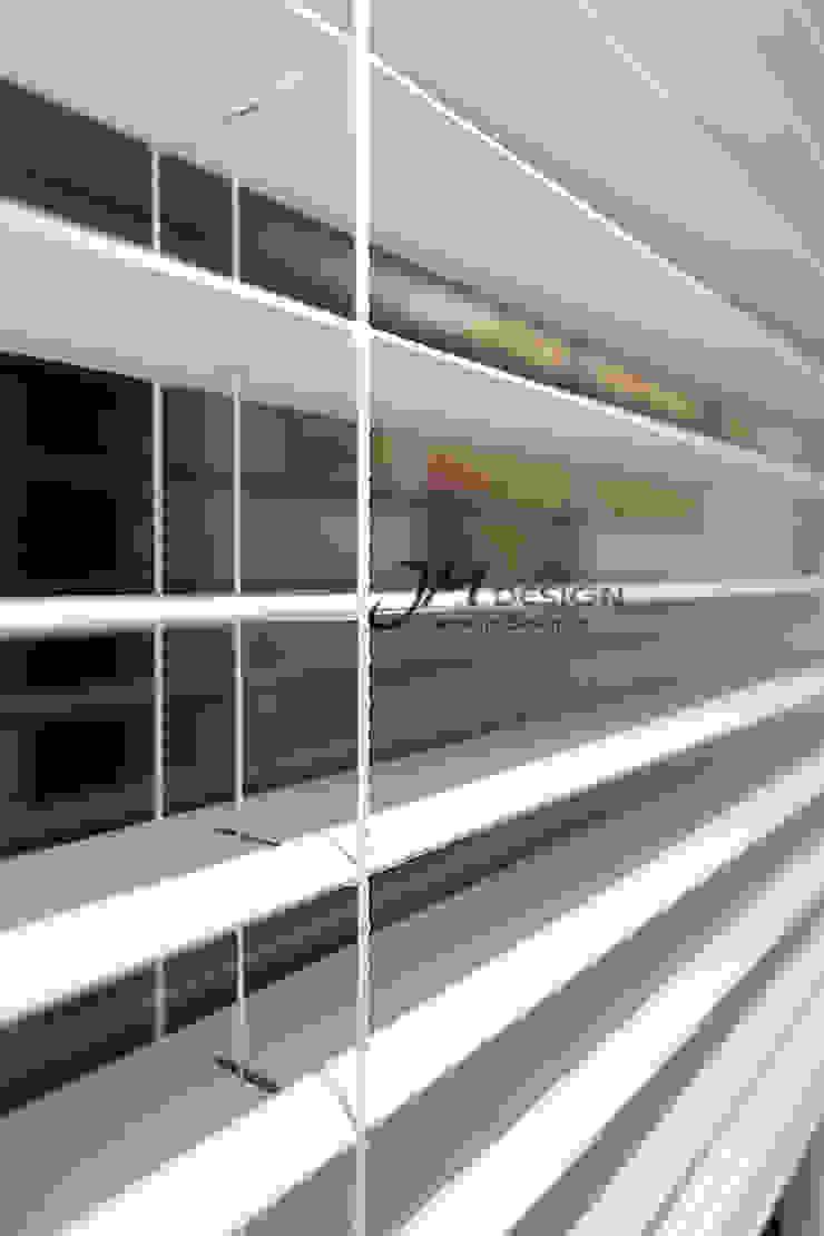 JMdesign Finestre & Porte in stile moderno