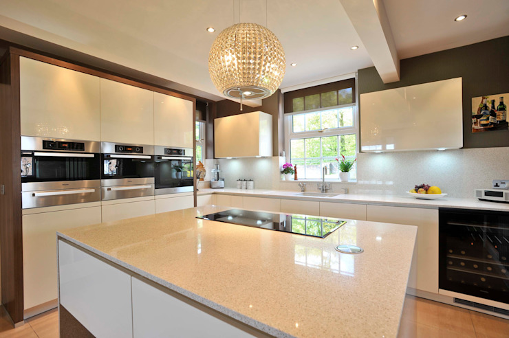 Shorrocks Kitchen Cocinas de estilo clásico de Diane Berry Kitchens Clásico