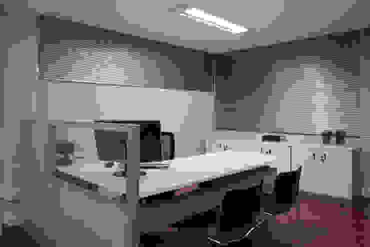 Escritório de Contabilidade por Stefani Arquitetura Moderno Alumínio/Zinco
