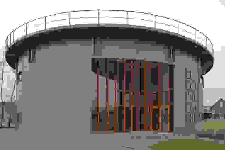 Entree Gashouder Sneek Industriële kantoorgebouwen van Kat Koree Architecten Industrieel IJzer / Staal