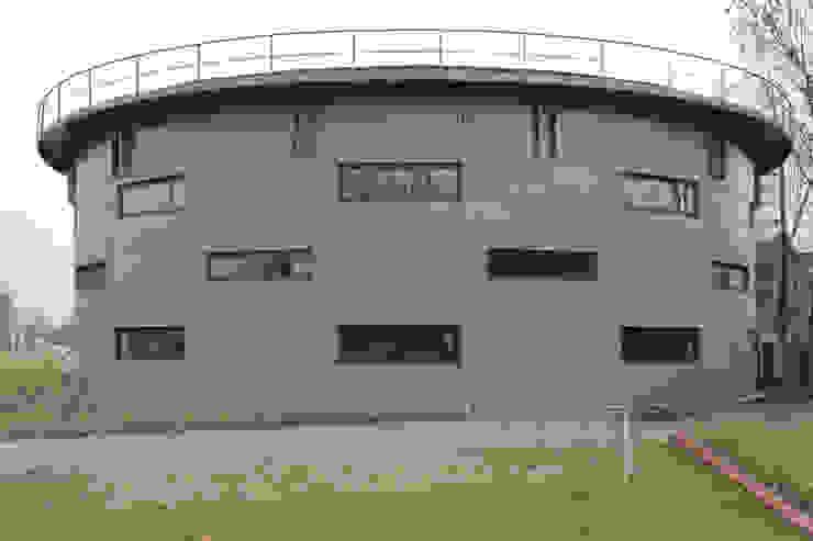 Zijaanzicht Gashouder Sneek Industriële kantoorgebouwen van Kat Koree Architecten Industrieel IJzer / Staal