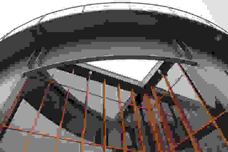 Detail entree Gashouder Sneek Industriële kantoorgebouwen van Kat Koree Architecten Industrieel IJzer / Staal