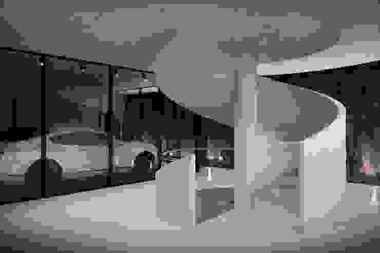 Green House Studio Minimalistyczny korytarz, przedpokój i schody od OMCD Architects Minimalistyczny Beton