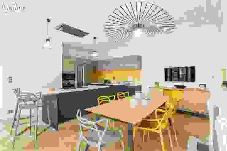 Cocinas modernas: Ideas, imágenes y decoración de Carnets Libellule Moderno
