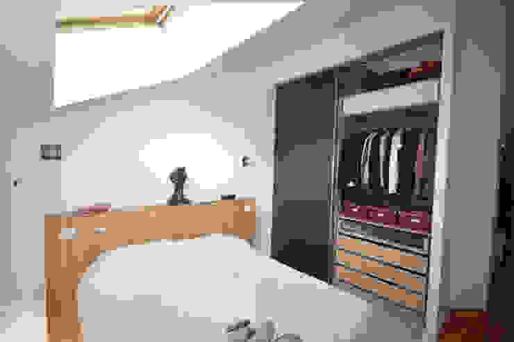 CREATION DE RANGEMENTS DANS UN LOFT Chambre moderne par Nicolas Mercier Architecte d'interieur Moderne