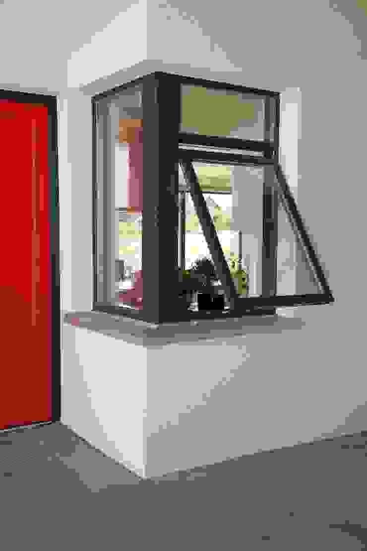 Das Küchenfenster Skandinavische Fenster & Türen von gondesen architekt Skandinavisch