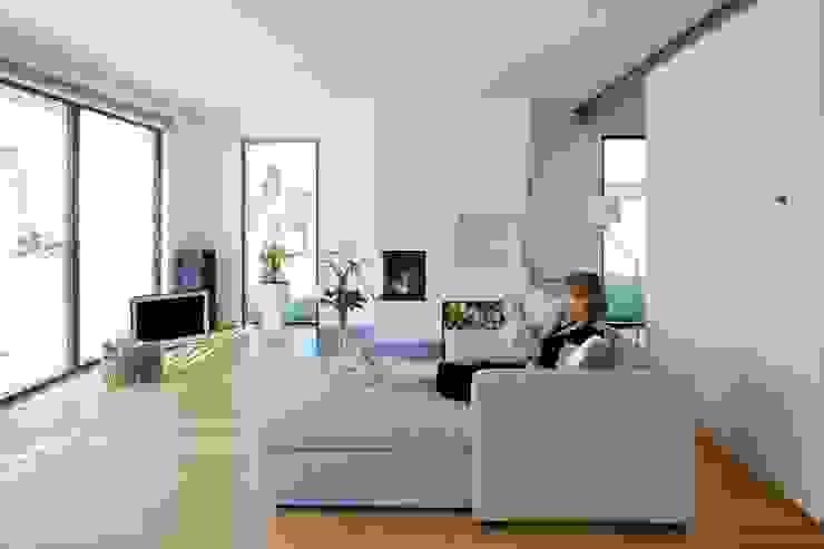Der Wohnbereich Skandinavische Wohnzimmer von gondesen architekt Skandinavisch