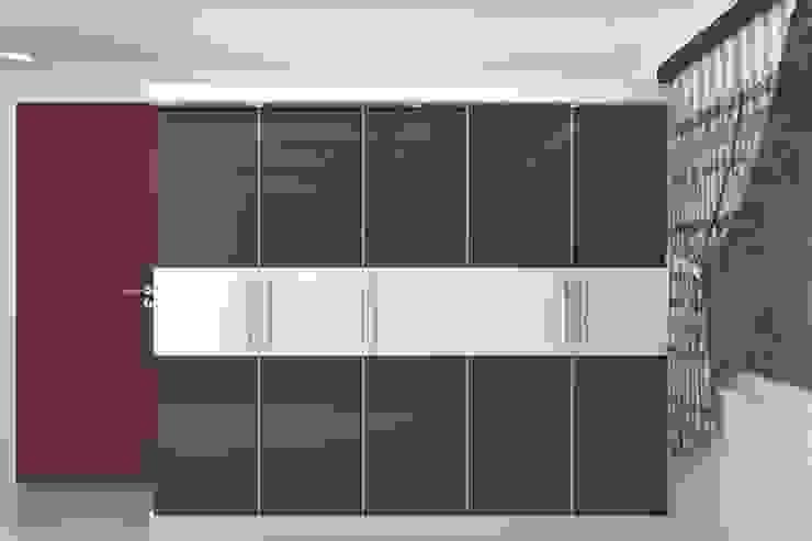 Wardrobes: modern  by Splendid Interior & Designers Pvt.Ltd ,Modern